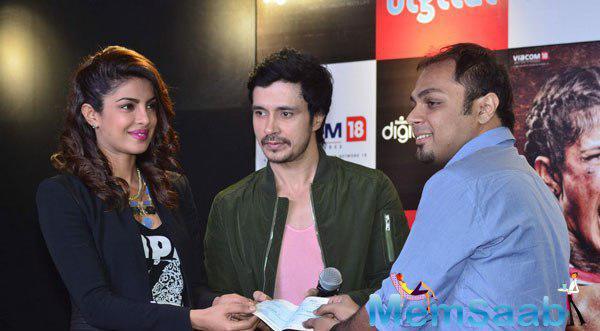 Priyanka Chopra And Darshan Kumaar Greeted The Contestants At Reliance Outlet Mumbai