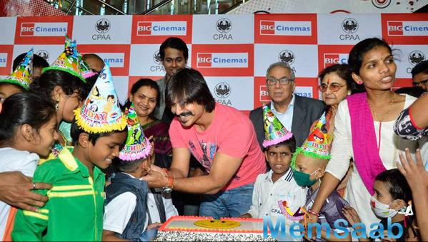 Vivek Oberoi Feeds The Cake To A  Kid On His 33rd Birthday At An Ashram