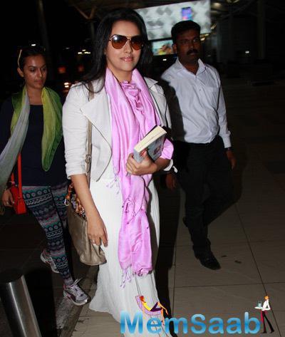 Bollwyood Actress Asin Thottumkal Glamour Look Spotted At Mumbai International Airport