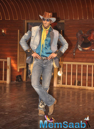 Ranveer Singh Stylish Pose During The Launch Of Nakhriley Song From Kill Dill Movie