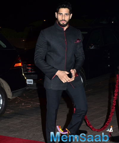Sidharth Malhotra Dashing Look In Suit At Arpita Khan And Aayush