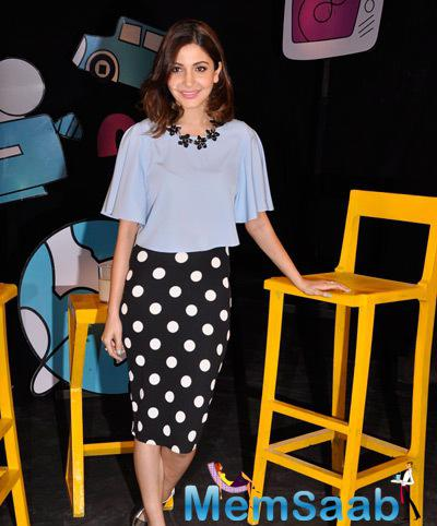 Anushka Sharma Posed On The Sets Of Captain Tiao During The Promotion Of PK