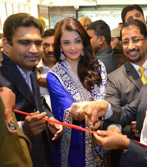 Aishwarya Rai Bachchan Inaugurating Kalyan Jewellers Showroom in Punjab