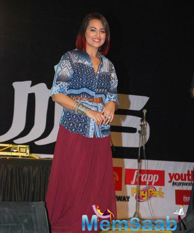 Sonakshi Sinha Stunning Look During The Promotion Of Tevar Movie At Mithibai College