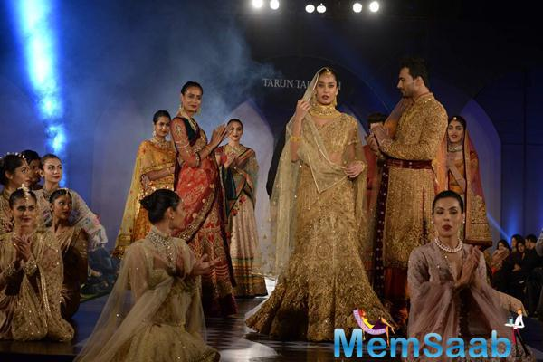 Lisa Haydon Walks For Tarun Tahiliani Azva Show In Hyderabad