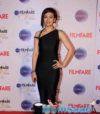 Akshara Haasan Dassled In Black Gown At The Ciroc Filmfare Glamour And Style Awards 2015