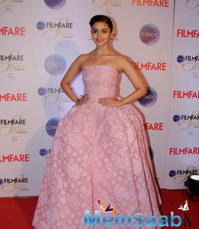Alia Bhatt Stunning Look In Isabel Sanchis Pink Strapless Gown At The Ciroc Filmfare Glamour And Style Awards 2015
