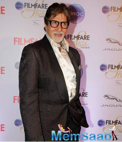 Amitabh Bachchan Smiling Pose At The Ciroc Filmfare Glamour And Style Awards 2015