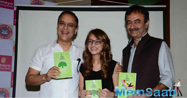 3 Idiots Team Launched Anushka Joshi Book