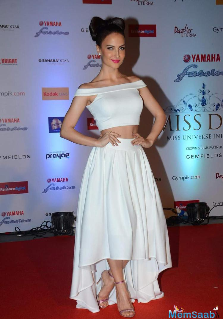 Elli Avram Stylish Look At Miss Diva 2015 Red Carpet
