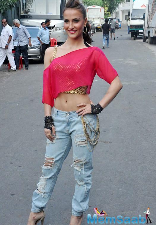 Beautiful Elli Avram Sexy Look During Life OK Prem Ki Diwali Event