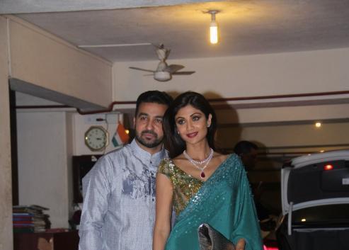 Shilpa Shetty And Raj Kundra Strike A Nice Pose For Camera