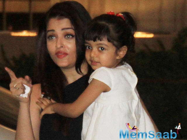 We all know Aishwarya  has a four-year-old daughter Aaradhya, and could go steady in every event, Aaradhya always with her mom Aishwarya.