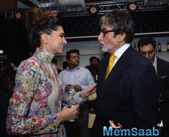 Amitabh Bachchan wrote a handwritten letter to Deepika Padukone to praise her performance in 'Padmaavat'.