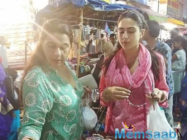 Sara Ali Khan was seen walking casually on the streets of Hyderabad's renowned Laad Bazar with her mother Amrita Singh.