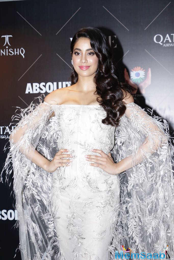 Vogue Beauty Awards 2018: Janhvi Kapoor makes heads turn in feather gown at red carpet