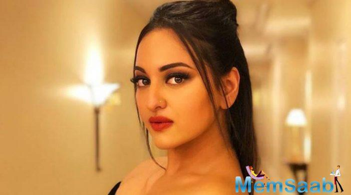 Sonakshi Sinha is not ready to comment on the Tanushree Dutta-Nana Patekar row, saying it is important to know both sides of the story before commenting.