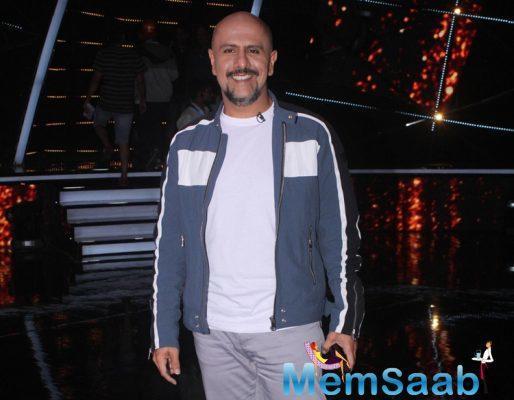 Singer-composer Vishal Dadlani hopes to get solo pilot license soon