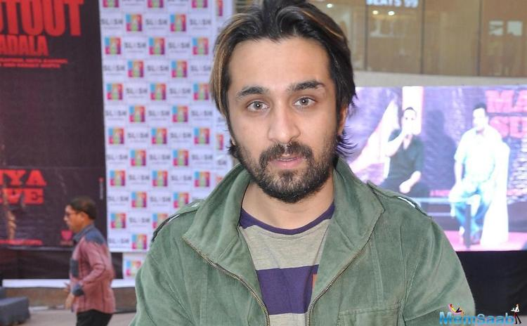 Siddhath Kapoor impresses Bombairya director with photography skills