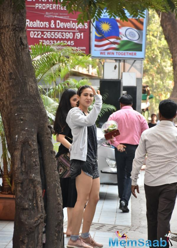 Sara Ali Khan was papped in the city, as always, this Simmba actress was all smiles, see pictures!
