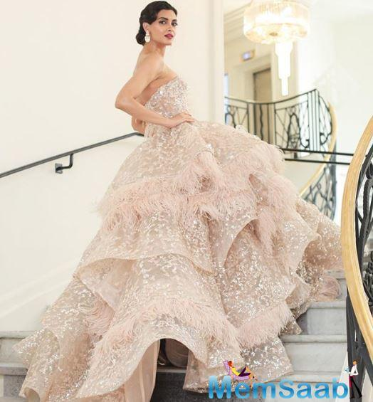 Cocktail actress Diana Penty, who made her Cannes red carpet debut this year, was dressed to kill!