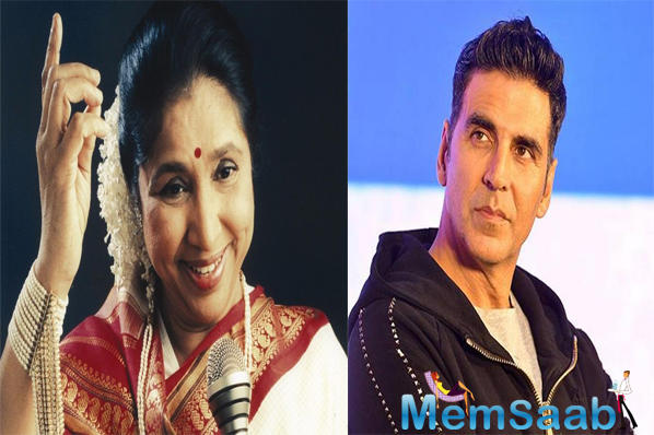 Akshay Kumar spends Sunday evening with melody queen Asha Bhosle