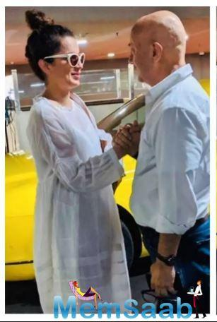 "When Anupam Kher met his ""favourite"" Kangana Ranaut at the airport"