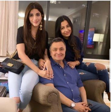 Rashmi Uday Singh, TV host and the author also recent posted a picture and a few videos of Rishi Kapoor and his family.