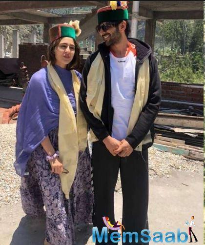 Kartik Aryan and Sara Ali Khan's cozy picture from Imtiaz Ali's Aaj Kal! Have a look