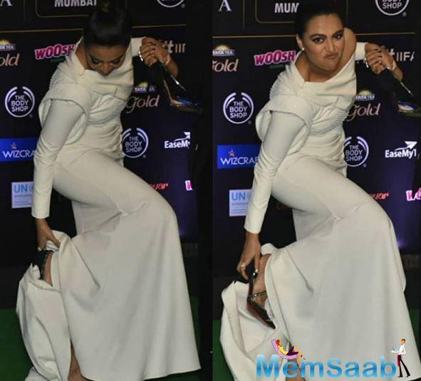 IIFA Awards 2019: Swara Bhasker takes off her heels on the green carpet and it is oh-so-relatable