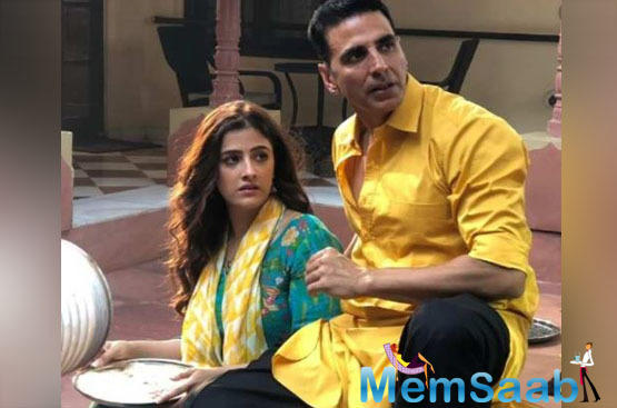 Akshay Kumar and Nupur Sanon look endearing together in this new still from Fillhal