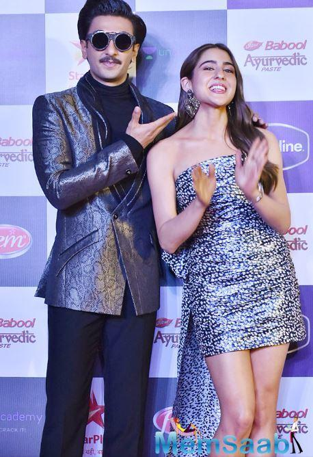 Star Screen Awards, Ranveer Singh steals the night: Flaunting his trophies in car trunk, dancing with Sara