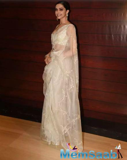 Lyricist and screenwriter Javed Akhtar hosted a bash on the occasion of his 75th birthday and a lot of Bollywood turned up at the party including Deepika.