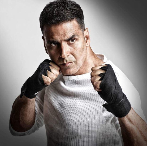 Twinkle Khanna's reaction to Akshay Kumar's Sooryavanshi stunts will leave you in splits!