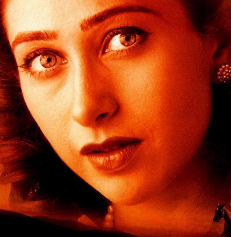 Karishma Kapoor Glazing Eyes and Hot Face Look Wallpaper ...