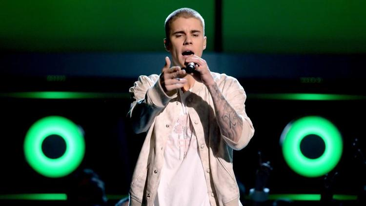 Bollywood Bleibers Added Glam to Justin Bieber's Concert in Mumbai.