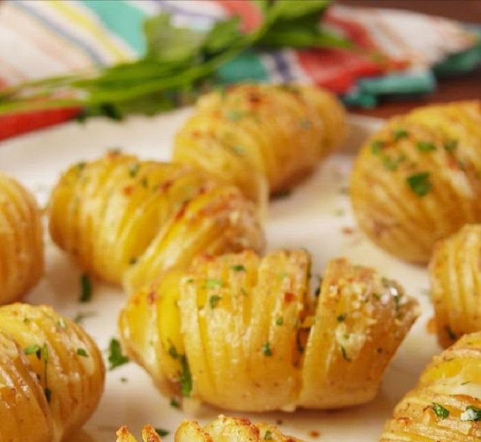 Try This Garlic Cheese Hasselback Potato Recipe Tonight!
